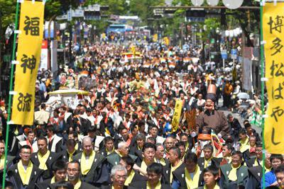 博多どんたく港まつりの源流とされる「博多松囃子」=福岡市博多区で2019年5月3日午後1時半、徳野仁子撮影