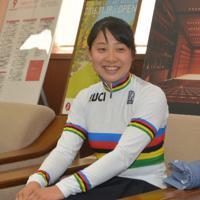 「UCIジュニアトラック世界選手権大会」での金メダル獲得を報告する内野選手