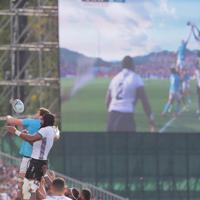 【フィジー―ウルグアイ】前半、ラインアウトからボールを奪い合う両チームの選手たち=岩手・釜石鵜住居復興スタジアムで2019年9月25日、和田大典撮影