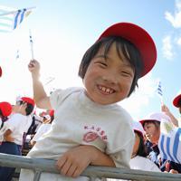 【フィジー-ウルグアイ】ラグビーW杯の選手たちの応援に駆けつけた地元の子どもたち=岩手・釜石鵜住居復興スタジアムで2019年9月25日、喜屋武真之介撮影
