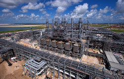 米国で次々と進むLNGプロジェクト(テキサス州コーパス・クリスティー)(Bloomberg)