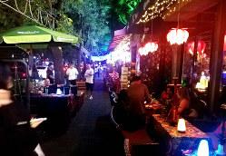 北京の繁華街・三里屯は深夜でも人通りが途絶えない「夜間経済」の中心地