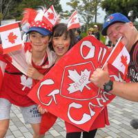 イタリア対カナダの試合前に盛り上がるカナダのファン=レベルファイブスタジアムで2019年9月26日、徳野仁子撮影