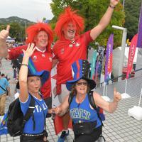 イタリア対カナダの試合前に盛り上がる両国のファン=レベルファイブスタジアムで2019年9月26日、徳野仁子撮影