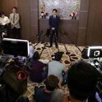 記者会見で現役復帰を表明する高橋大輔選手=東京都港区で2018年7月1日、宮武祐希撮影