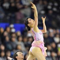 全日本選手権、アイスダンスで優勝した村元哉中、クリス・リード組のフリーダンス=武蔵野の森総合スポーツプラザで2017年12月24日、手塚耕一郎撮影