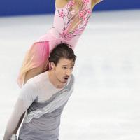 NHK杯のアイスダンスで9位になった村元哉中、クリス・リード組=大阪市中央体育館で2017年11月12日、佐々木順一撮影