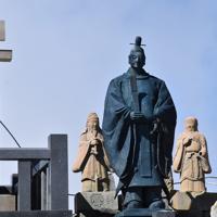 規制が解除された昨年には、噴火で頭部が無くなったままとなっていた御嶽神社奥社の石像。今年は修復された=長野県木曽町で2019年9月27日午前10時21分、島袋太輔撮影