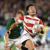 【日本―アイルランド】後半、相手からボールを奪い独走する福岡=静岡スタジアムで2019年9月28日、藤井達也撮影