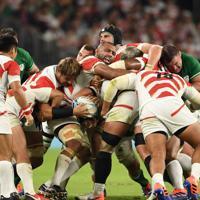 【日本-アイルランド】後半、モールを押し込むリーチ(中央)ら日本の選手たち=静岡スタジアムで2019年9月28日、竹内紀臣撮影