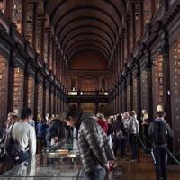 アイルランド最古の大学トリニティーカレッジのオールドライブラリー=ダブリンで2019年8月11日、大谷津統一撮影