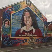 1981年にハンガーストライキの末に死亡したアイルランド共和軍(IRA)の活動家ボビー・サンズをたたえるミューラル(壁画)=ベルファストで2019年8月12日、大谷津統一撮影