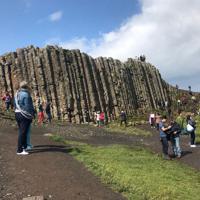 世界遺産に登録されている北アイルランドの奇観、ジャイアンツコーズウェイ=2019年8月13日、大谷津統一撮影