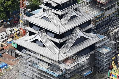 修復が進み姿を現した熊本城の大天守=熊本市中央区で2019年9月27日、本社ヘリから津村豊和撮影