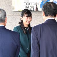 全国高校生手話パフォーマンス甲子園の会場に到着された秋篠宮家の次女佳子さま=鳥取市で2019年9月29日午前9時6分、望月亮一撮影