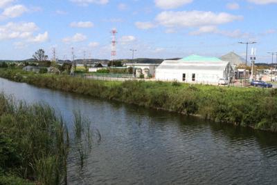 テレビ番組企画で水を抜いて外来種を駆除した用水路。市は観光船の運航を計画している=茨城県潮来市前川で