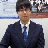 「AIが出るまでは藤沢秀行先生の碁ばかり並べていました。華麗な碁が好きだったんで」と話す西健伸三段=大阪市中央区の関西棋院で、新土居仁昌撮影