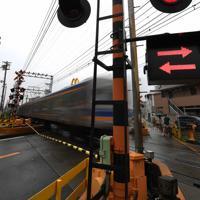 事故が起きた南海電鉄高野線の踏切=大阪市住吉区で2019年8月31日、久保玲撮影