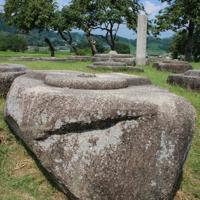 山背国分寺の塔跡の礎石。規模が大きく7重の塔とみられる=京都府木津川市で2019年9月、栗栖健撮影