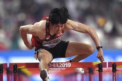 男子110メートル障害予選、4組2着の高山峻野=カタール・ドーハで2019年9月30日、久保玲撮影
