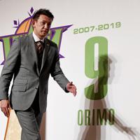 引退会見を終え、会場を出る「レバンガ北海道」の折茂武彦選手=札幌市中央区で2019年10月1日、竹内幹撮影