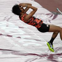 男子走り高跳び、2メートル26を失敗し、予選落ちした佐藤凌=カタール・ドーハで2019年10月1日、久保玲撮影