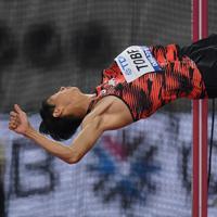 男子走り高跳び、2メートル29を失敗し、予選落ちした戸辺直人=カタール・ドーハで2019年10月1日、久保玲撮影