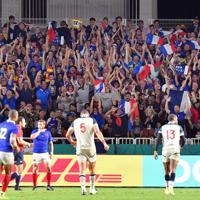 【フランス―米国】後半、フランスのトライに歓喜するファンら=レベルファイブスタジアムで2019年10月2日、森園道子撮影