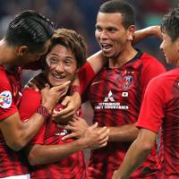 【浦和―広州恒大】後半、浦和の関根(左から2人目)がゴールを決めて喜ぶ=埼玉スタジアムで2019年10月2日、宮武祐希撮影