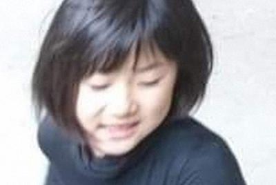 行方不明当日の小倉美咲さん。黒い長袖のシャツを着ている=家族提供