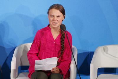 国連気候行動サミットで演説するスウェーデンの環境活動家、グレタ・トゥーンベリさん=米ニューヨークの国連本部で9月23日、AP