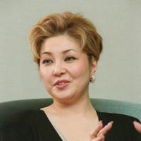 9年目を迎える「母の日コンサート」を前にインタビューに答えるソプラノ歌手の佐藤しのぶさん=2003年3月、金子裕次郎撮影
