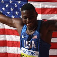 男子110メートル障害決勝で優勝し、喜ぶグラント・ホロウェイ=カタール・ドーハで2019年10月2日、久保玲撮影