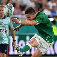 【アイルランド―ロシア】前半、ゴールキックを決めるアイルランドのセクストン=ノエビアスタジアム神戸で2019年10月3日、猪飼健史撮影