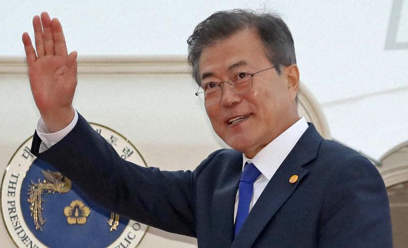 日中韓首脳会談の日程を終え羽田空港を出発する韓国の文在寅大統領=羽田空港で2018年5月9日、代表撮影