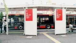 新潟市が導入した連節バス=2019年8月、中村智彦撮影