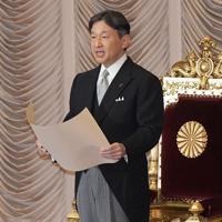 第200臨時国会開会式でお言葉を述べられる天皇陛下=国会内で2019年10月4日午後1時4分、川田雅浩撮影