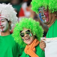 【南アフリカ-イタリア】試合前、盛り上がるファンら=静岡スタジアムで2019年10月4日、玉城達郎撮影