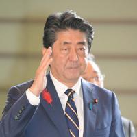 首相官邸に入る安倍晋三首相=首相官邸で2019年10月4日午前9時24分、川田雅浩撮影