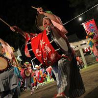 霞露嶽神社例大祭の宵宮で大浦さんさ踊りを舞う人たち=岩手県山田町で2019年9月21日、和田大典撮影