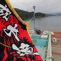 霞露嶽神社例大祭の日、漁船に掲げられた大漁旗=岩手県山田町で2019年9月22日、和田大典撮影