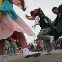 霞露嶽神社例大祭で、神楽を披露する人たち=岩手県山田町で2019年9月22日、和田大典撮影