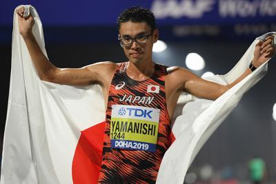 男子20キロ競歩で優勝し、喜ぶ山西利和=カタール・ドーハで2019年10月5日、久保玲撮影