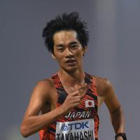 男子20キロ競歩、10位でフィニッシュする高橋英輝=カタール・ドーハで2019年10月5日、久保玲撮影