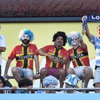 【イングランド-アルゼンチン】試合開始を前に盛り上がる観客たち=東京・味の素スタジアムで2019年10月5日、竹内紀臣撮影