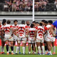 【日本―サモア】前半、リーチ(中央)を中心に話し合う日本の選手たち=豊田スタジアムで2019年10月5日、大西岳彦撮影