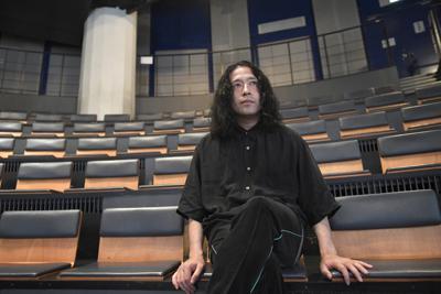 作家で芸人の又吉直樹さん=東京都渋谷区で、藤井達也撮影