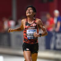 男子マラソン、29位でフィニッシュする川内優輝=カタール・ドーハで2019年10月6日、久保玲撮影