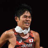 男子マラソンで走る川内優輝=カタール・ドーハで2019年10月6日、久保玲撮影