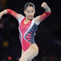 女子予選の床運動で演技する畠田瞳=ドイツ・シュツットガルトで2019年10月5日、宮間俊樹撮影